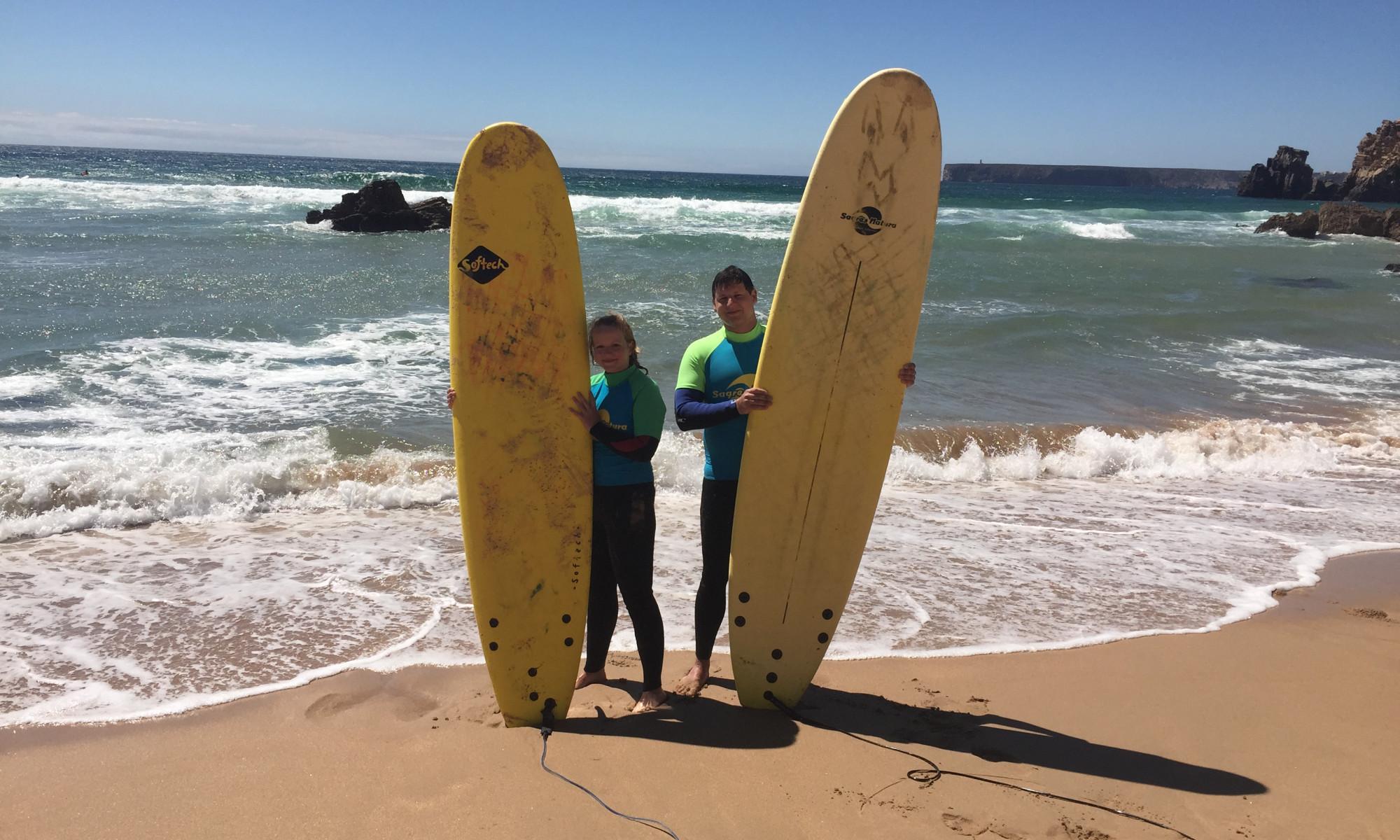 Eva und Michi mit Surfbrettern