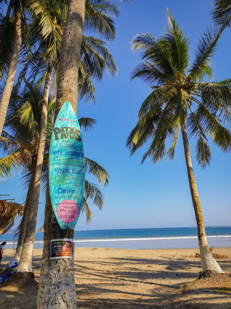 Surfbrett mit Werbung
