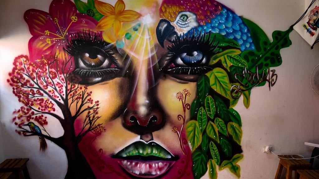 Streetart - Schöne Frau Mural