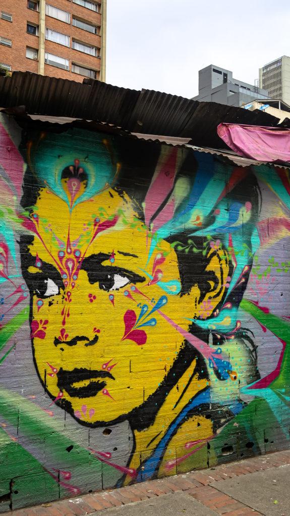 Ein leuchtendes Graffiti in Bogotá