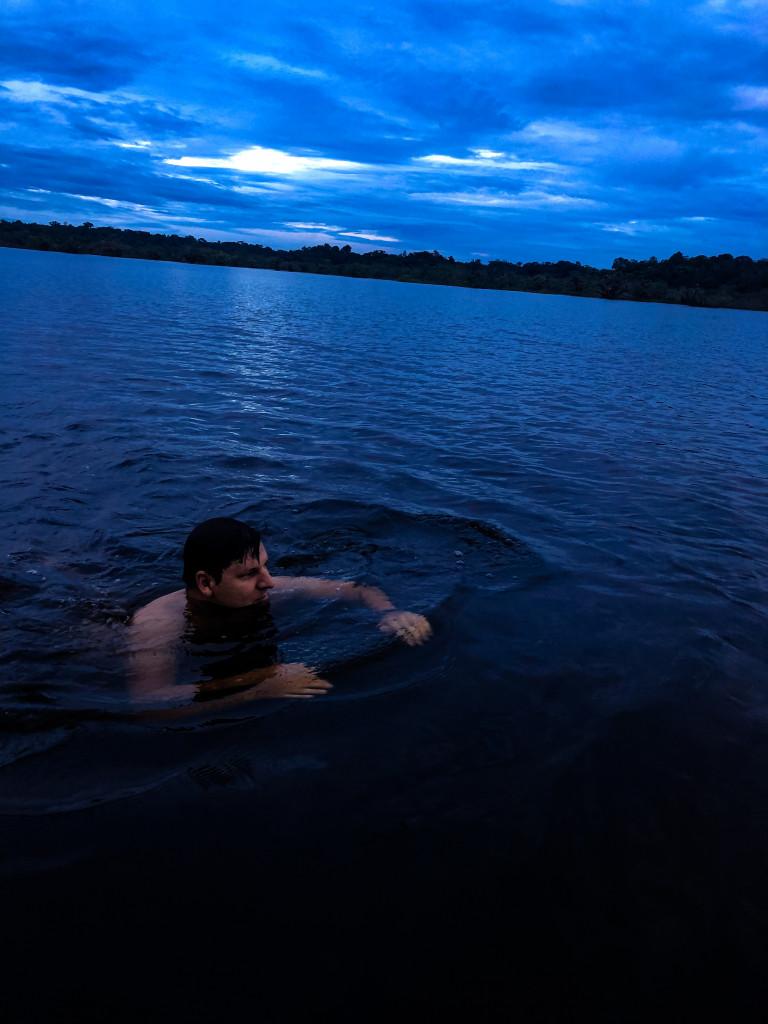 Michi in der Lagune im Dschungel