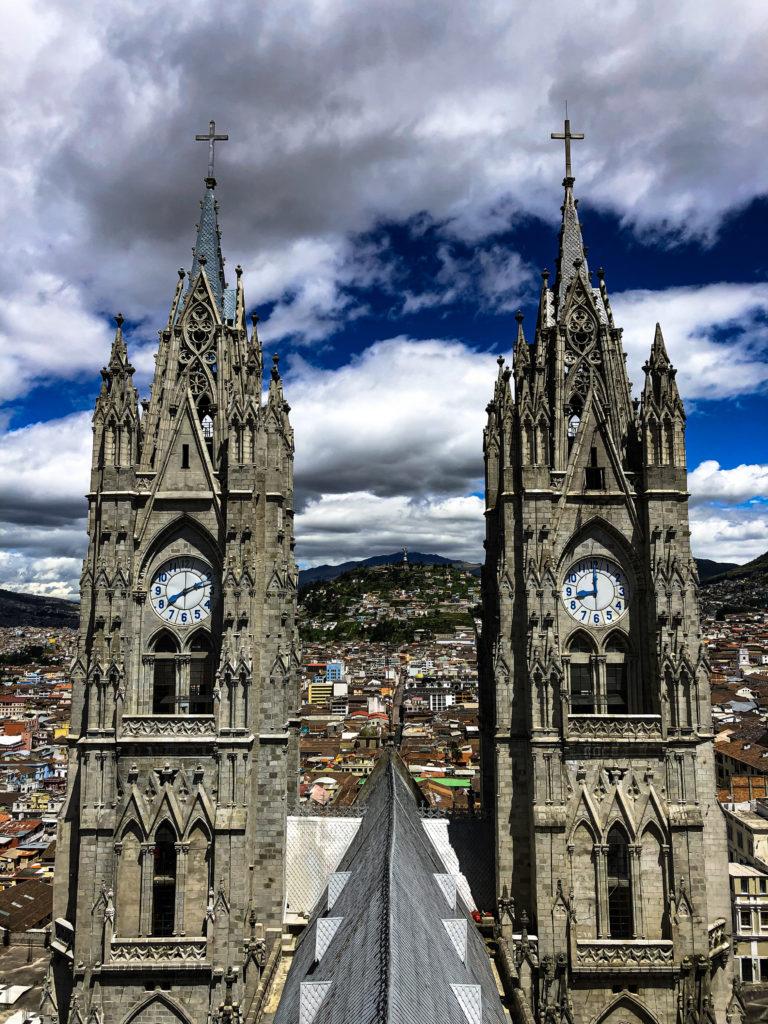 Ausblick von der Basilica del Voto Nacional in Quito