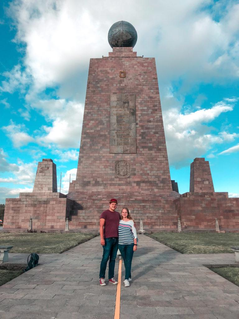 Das falsche Äquator Denkmal in Quito