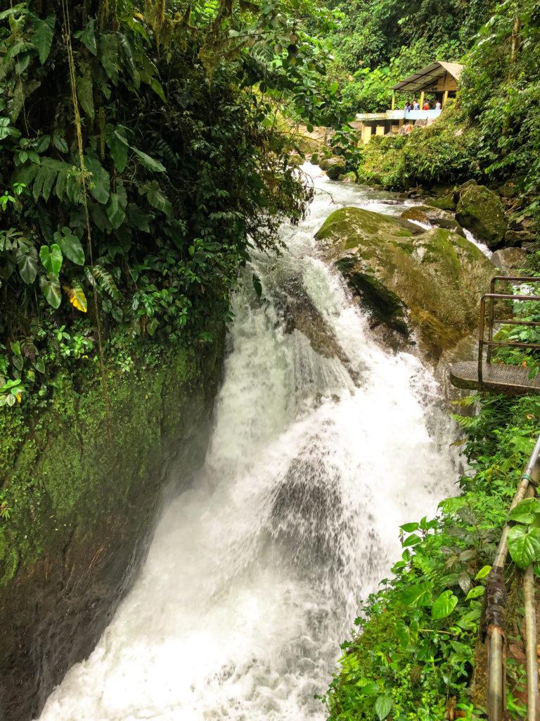 Sprungbrett am Wasserfall